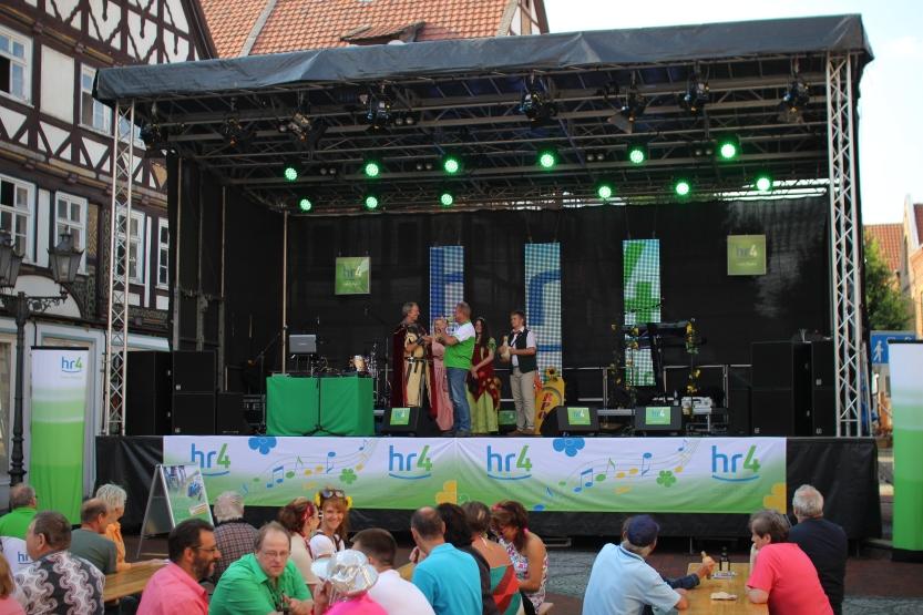 Bühnenvermietung der HR4 Radtour - Veranstaltungsbühne 10x6