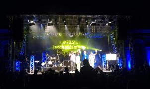 Bühnentechnik beim Taschenlampenkonzert der Band Rumpelstil